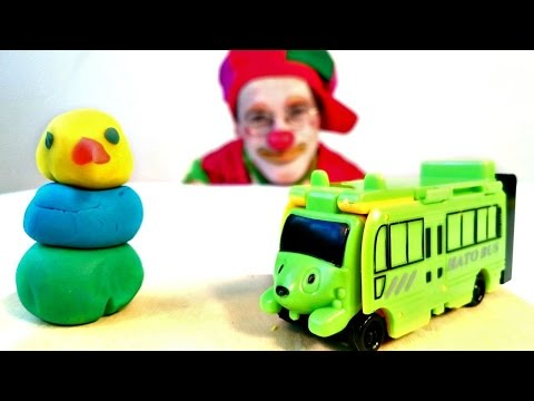 Funny clown videos for kids. Poogie the clown makes a snowman!